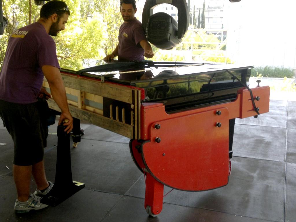 διαδικασία μεταφοράς μουσικού πιάνου